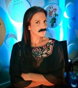 E não é que a @ivetesangalo apareceu com um bigode enooorme??