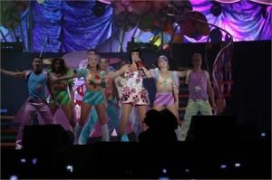 Katy Perry arrasou no show em São Paulo com cenografia e figurinos incríveis e muitos hits
