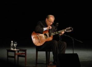 A turnê de João Gilberto foi adiada porque o cantor está com uma forte gripe :(((((