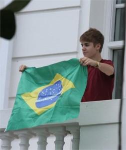 Justin Bieber já causa comoção por aqui, e Glamurama sabe os passos dele…