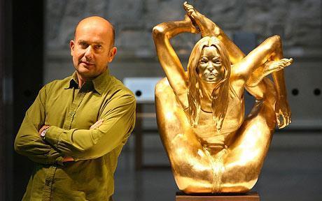 Marc Quinn e a estátua de Kate Moss: vendida por R$ 1,5 milhão!