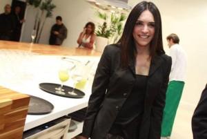"A arquiteta Raquel Silveira está lendo ""The Girl with the Dragon Tattoo"", de Stieg Larsson"