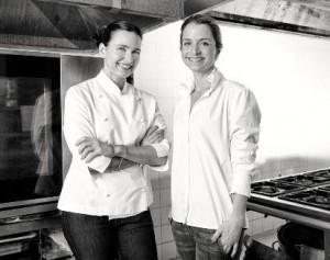 A cozinha do Casa Cor Rio tem duas lindas mulheres no comando do menu.. Chique!