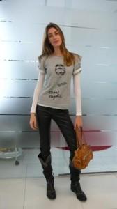 Mesmo fora das passarelas a modelo Bianca Klamt arrasou no #LookdoDia. Básica e confortável