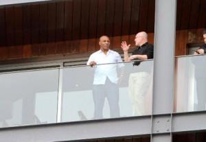 Mike Tyson já está instalado com vista pro mar!