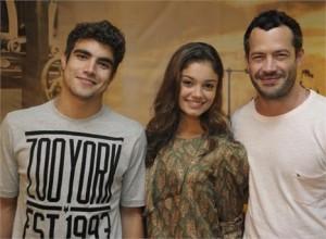 Acham q rola um ciuminho entre Malvino Salvador, Sophie Charlotte e Caio Castro durante as filmagens da novela?